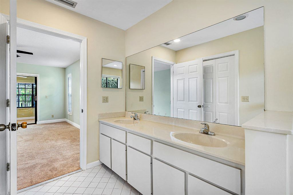 Photo 18 of Listing MLS rx-10568359 in 1741 Primrose Lane Wellington FL 33414