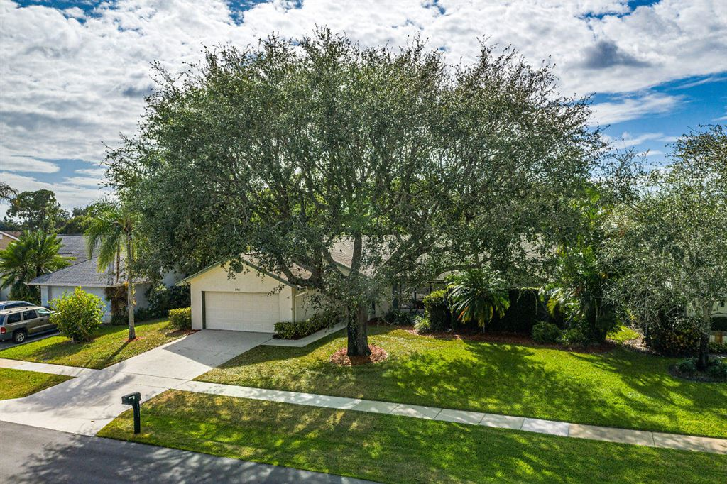 Photo 30 of Listing MLS rx-10568359 in 1741 Primrose Lane Wellington FL 33414