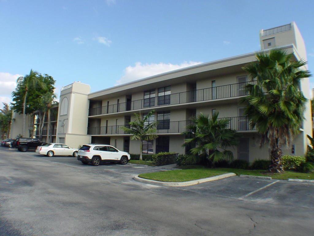 Photo of 16 Royal Palm Way #103, Boca Raton, FL 33432 (MLS # RX-10696363)