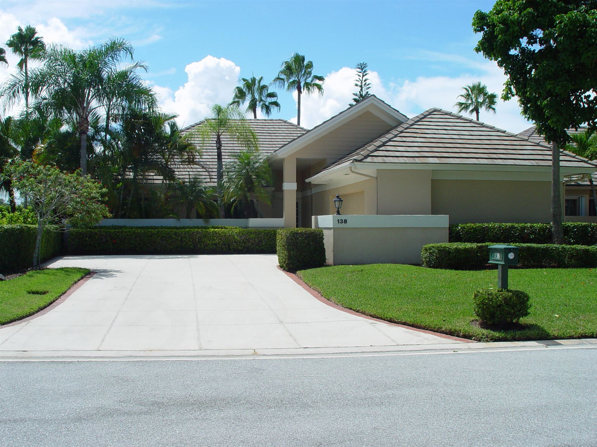 Photo of 138 Coventry Place, Palm Beach Gardens, FL 33418 (MLS # RX-10556365)