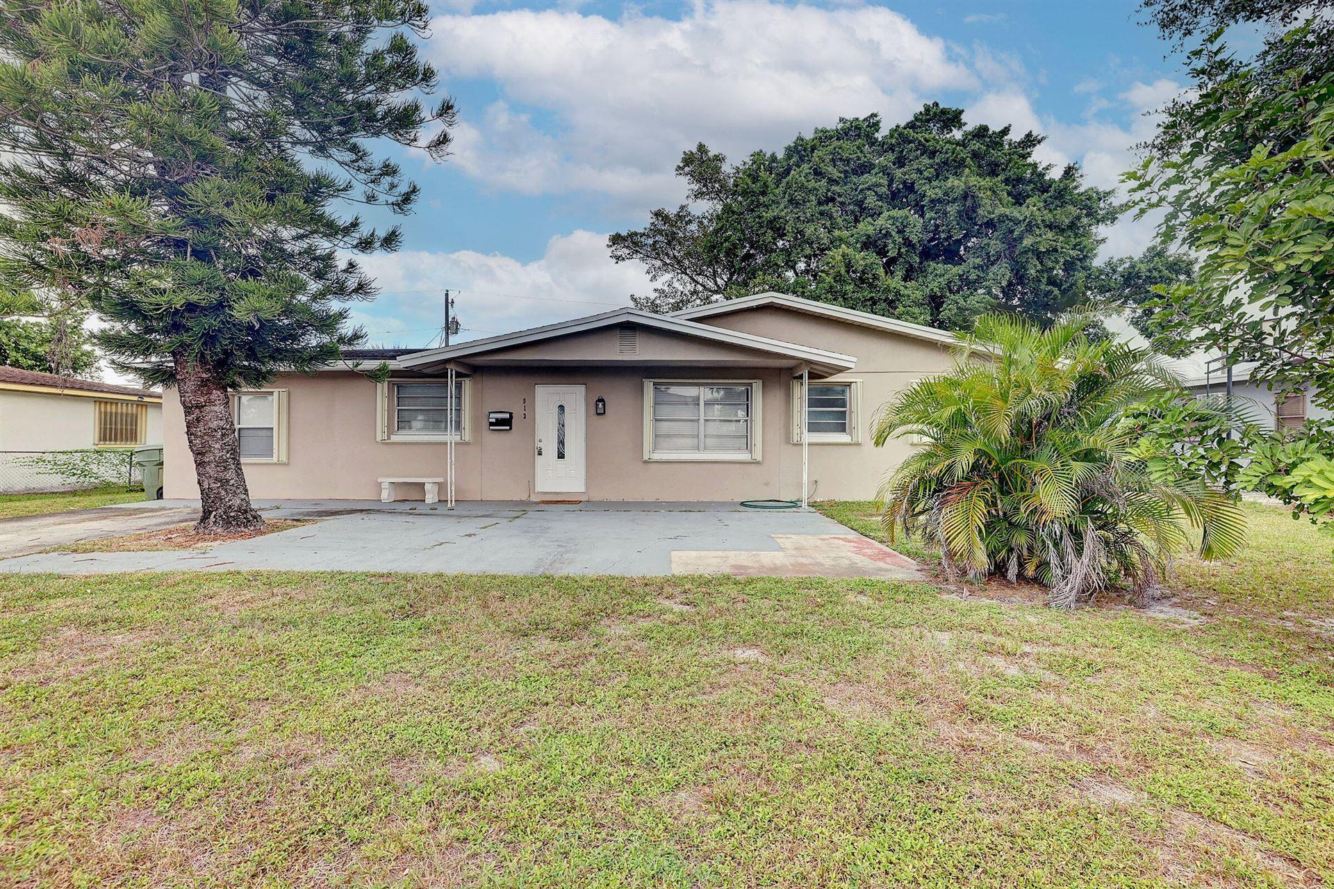 Photo of 913 SE 10th Street, Stuart, FL 34994 (MLS # RX-10754370)