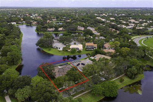 Photo of 18439 Lake Bend Drive, Jupiter, FL 33458 (MLS # RX-10658380)