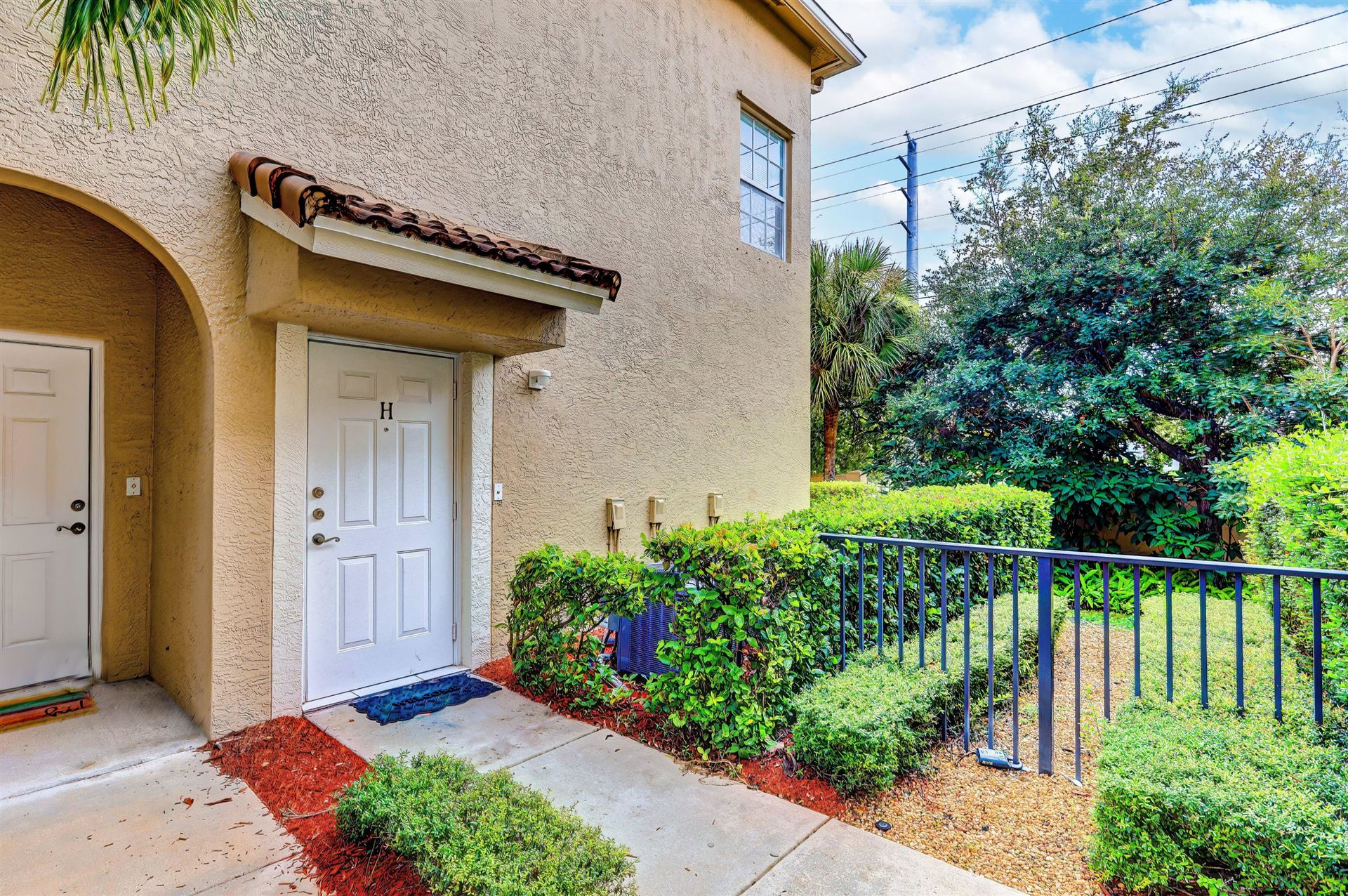 Photo of 113 Lighthouse Circle #H, Tequesta, FL 33469 (MLS # RX-10733382)