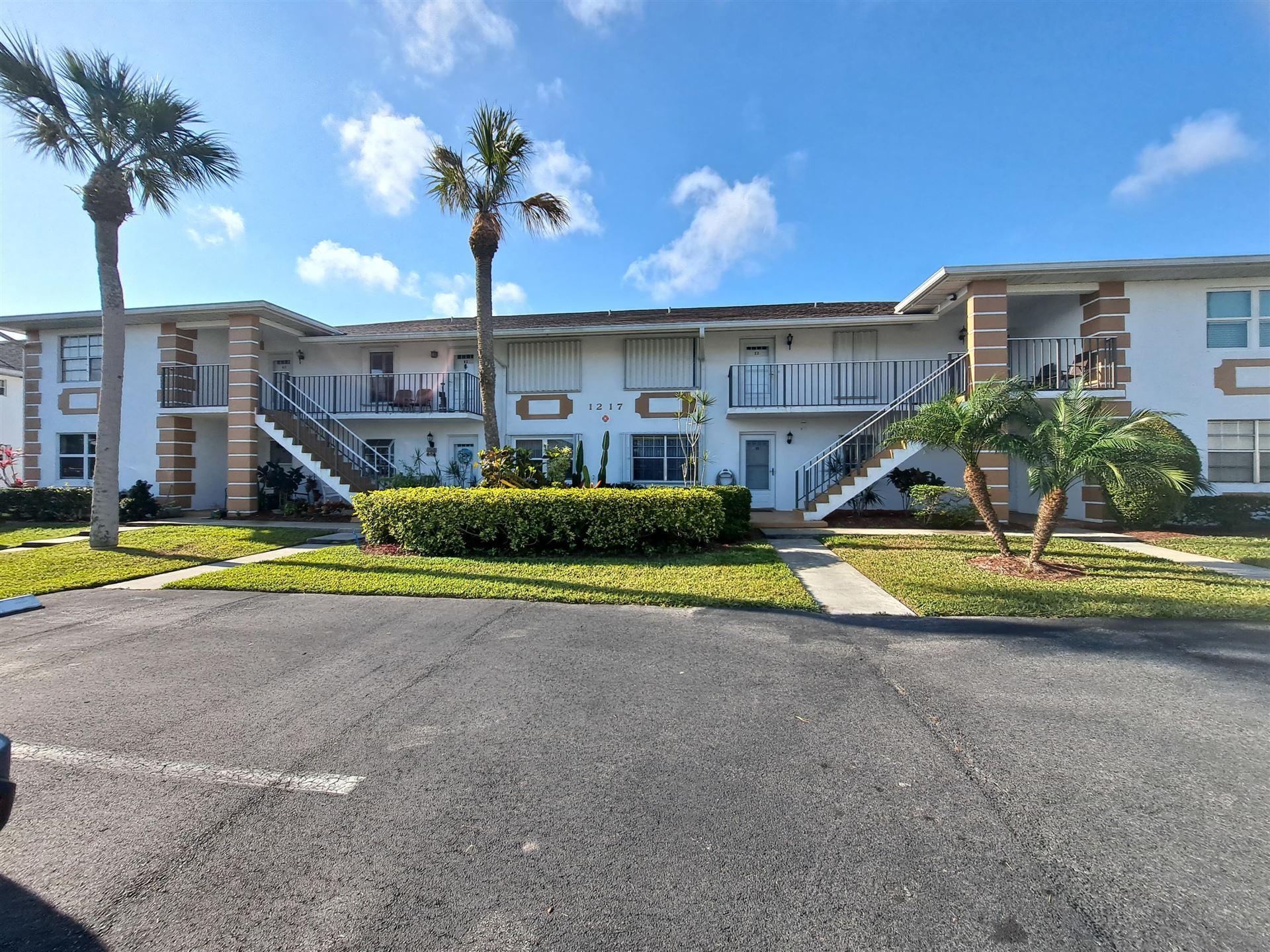 Photo of 1217 S Lakes End Drive #E-1, Fort Pierce, FL 34982 (MLS # RX-10704387)