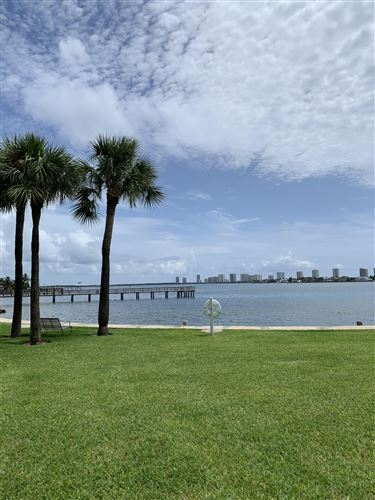 Foto de inmueble con direccion 410 Wilma Circle #204 Riviera Beach FL 33404 con MLS RX-10643389