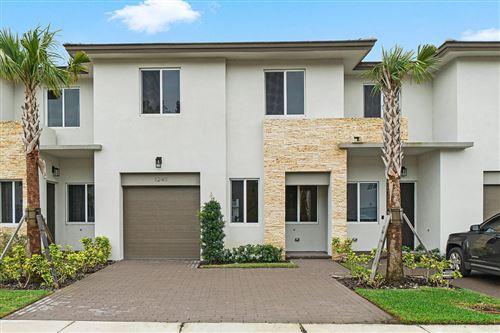 Foto de inmueble con direccion 1241 Pioneer Way Royal Palm Beach FL 33411 con MLS RX-10600392