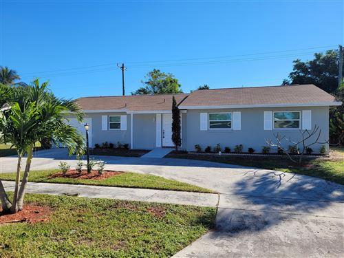 Photo of 10720 Shady Pond Lane, Boca Raton, FL 33428 (MLS # RX-10676392)
