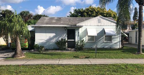 Photo of 423 W Ocean Avenue, Lantana, FL 33462 (MLS # RX-10749397)