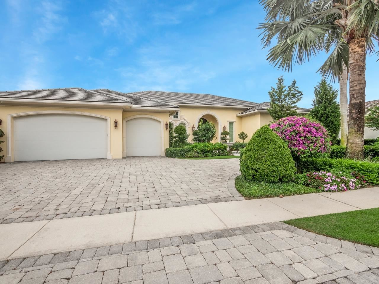 Photo of 661 Hermitage Circle, Palm Beach Gardens, FL 33410 (MLS # RX-10716404)