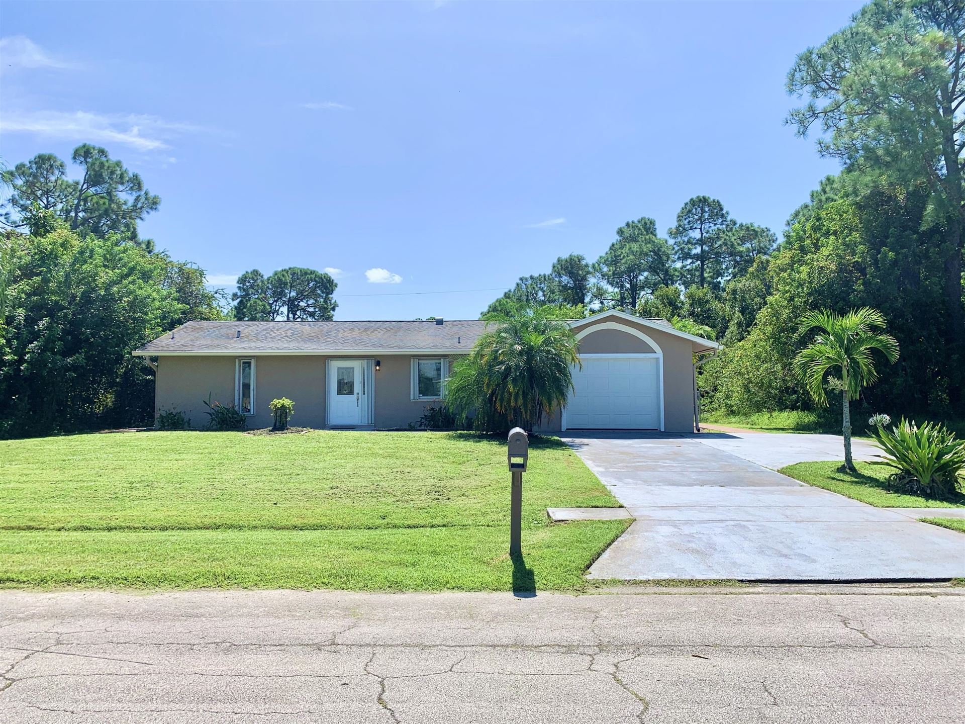 752 SE Browning Avenue, Port Saint Lucie, FL 34983 - #: RX-10657406