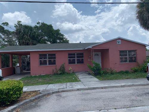 Photo of 1110 N Sapodilla Avenue N, West Palm Beach, FL 33401 (MLS # RX-10638416)
