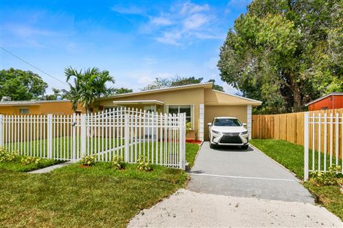 Photo of 1305 Chateau Park Drive, Fort Lauderdale, FL 33311 (MLS # RX-10495421)