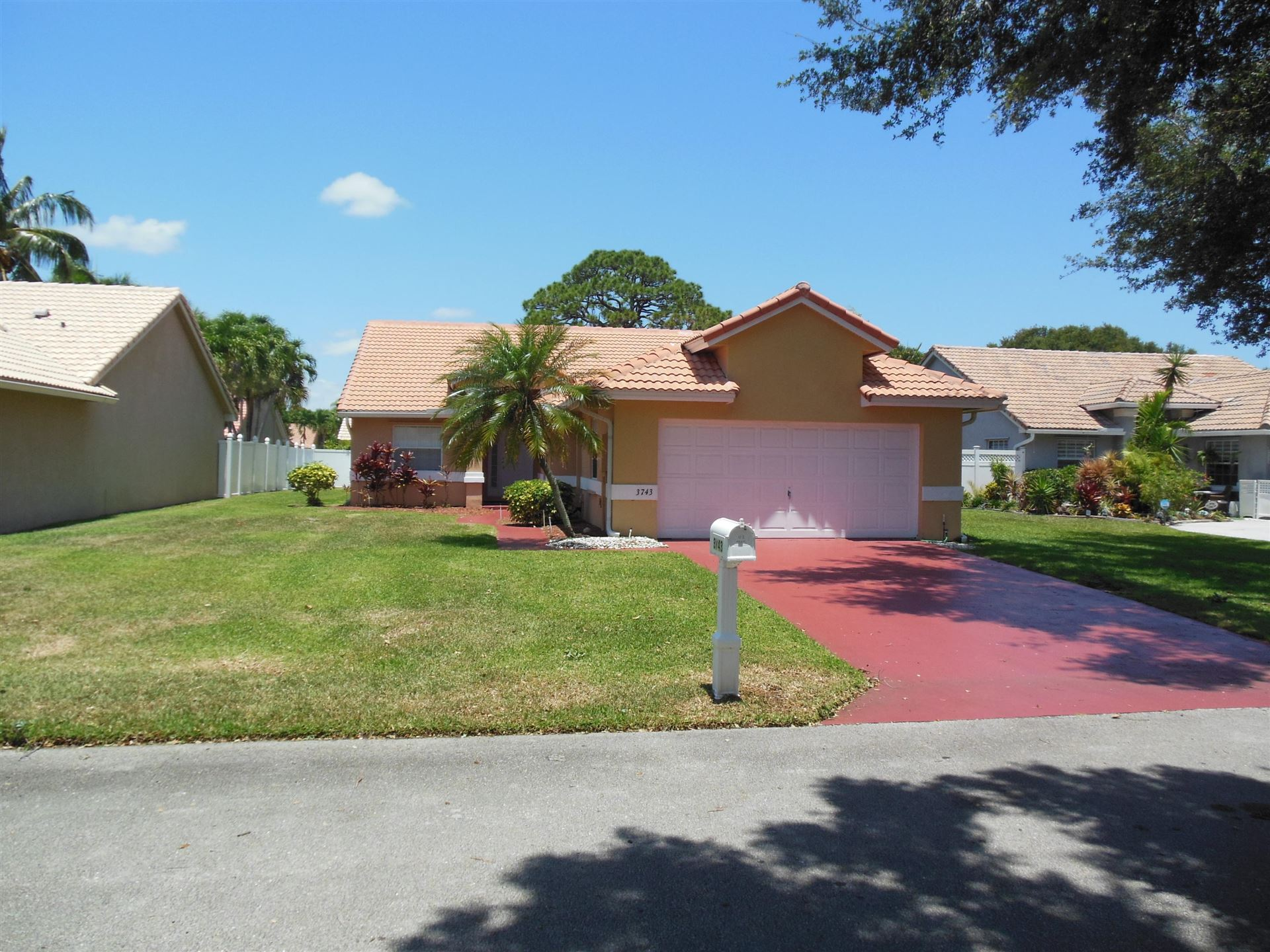 Photo of 3743 S Lancewood Place, Delray Beach, FL 33445 (MLS # RX-10715424)
