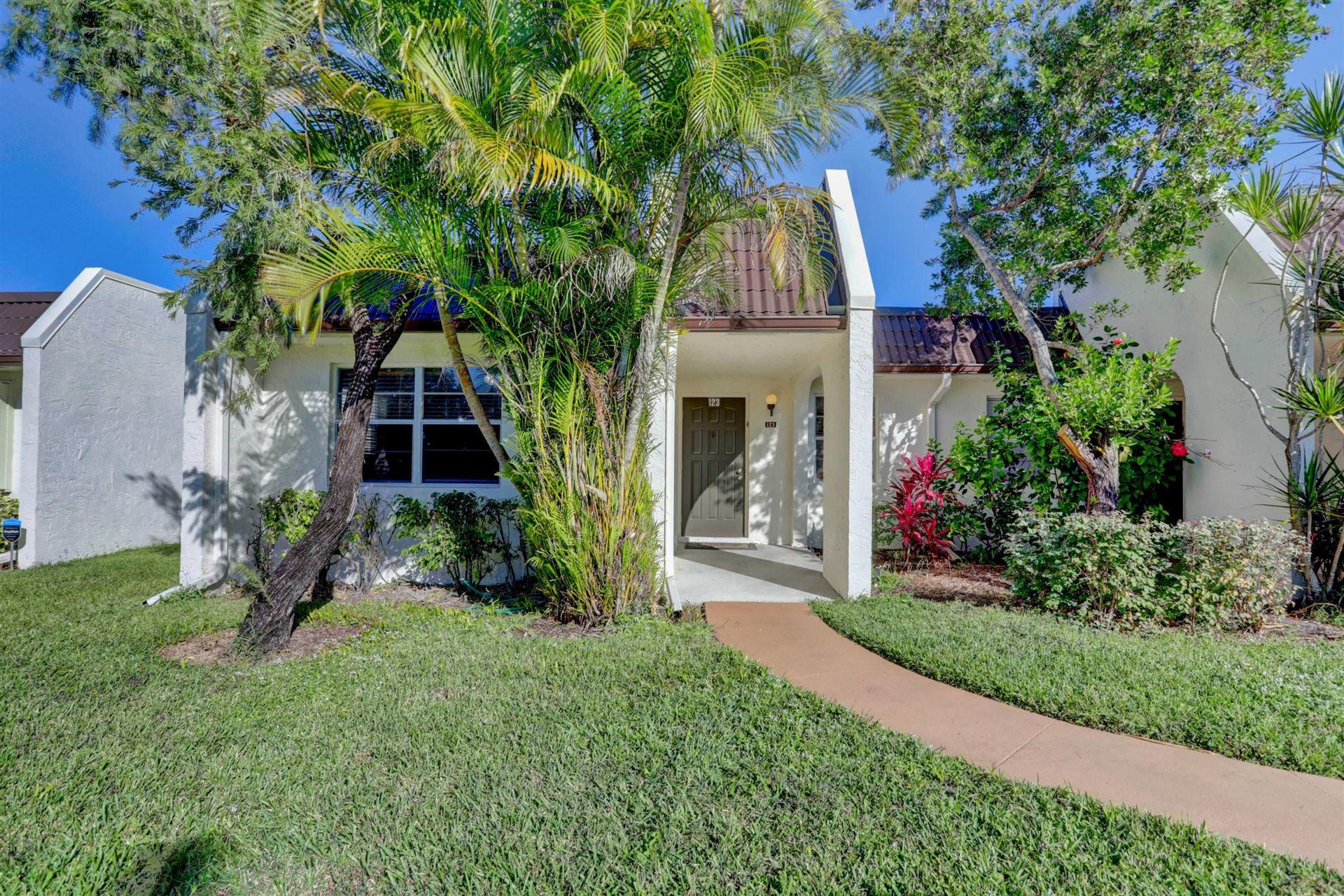 123 Lake Susan Drive, West Palm Beach, FL 33411 - #: RX-10679425