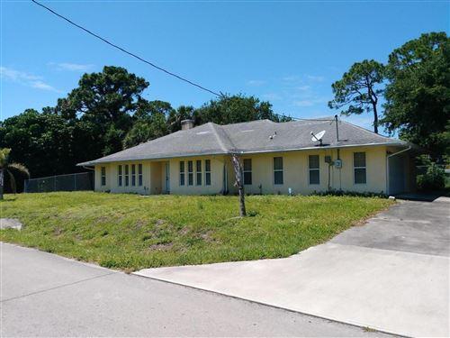 Photo of 2002 Avienda Avenue, Fort Pierce, FL 34946 (MLS # RX-10627427)