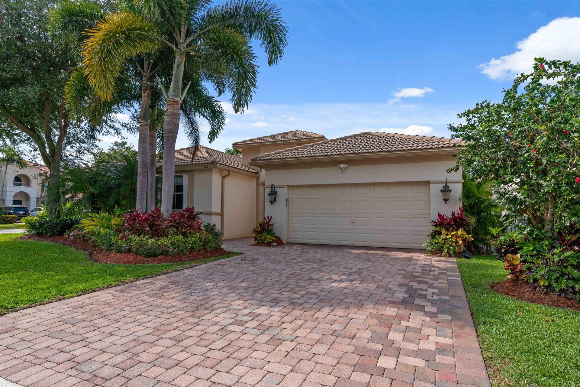 Photo of 102 San Vincente Place, Palm Beach Gardens, FL 33418 (MLS # RX-10714432)