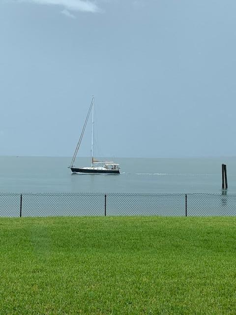 30 Harbour Isle Drive W #106, Fort Pierce, FL 34949 - #: RX-10636433