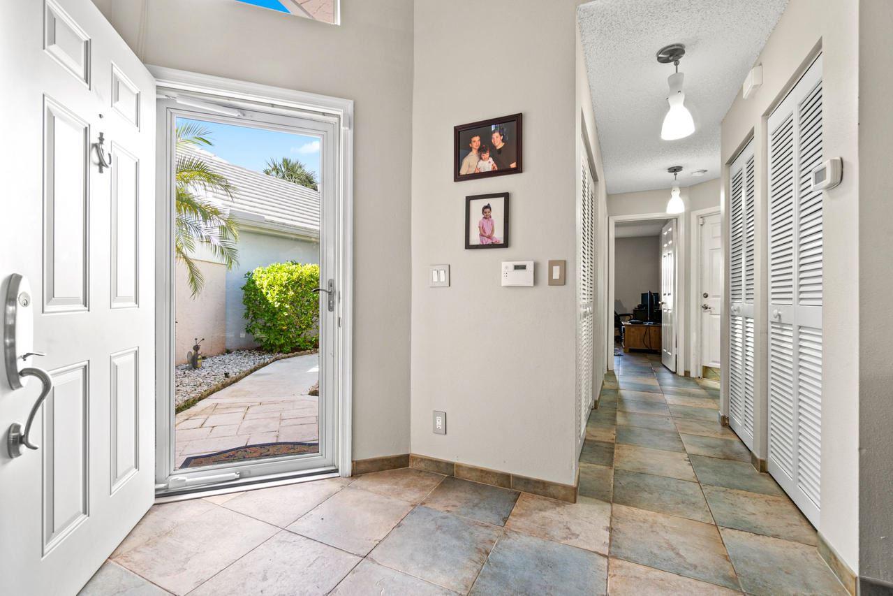 Photo of 11 Dorchester Circle, Palm Beach Gardens, FL 33418 (MLS # RX-10656436)