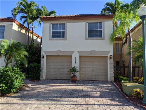 Foto de inmueble con direccion 1098 Via Jardin Riviera Beach FL 33418 con MLS RX-10645444