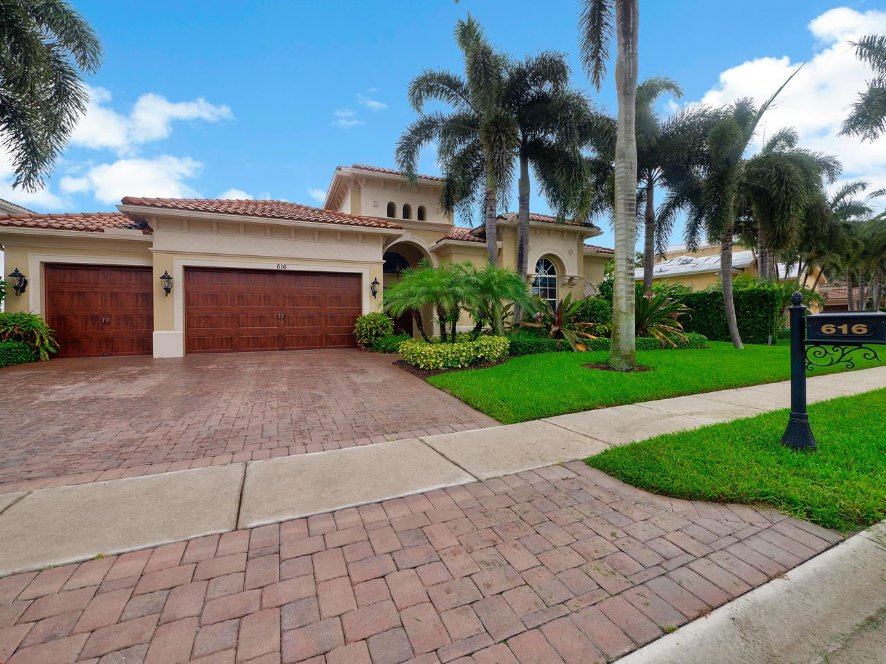 Photo of 616 Hermitage Circle, Palm Beach Gardens, FL 33410 (MLS # RX-10632445)