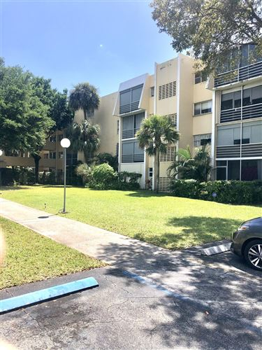 Photo of 922 NE 199th Street #4g, Miami, FL 33179 (MLS # RX-10705446)
