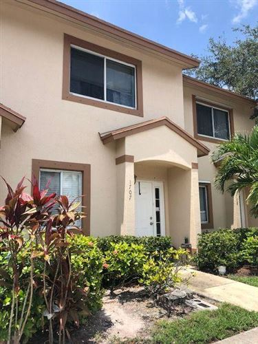 Foto de inmueble con direccion 1707 Lakeview Drive W Royal Palm Beach FL 33411 con MLS RX-10645455