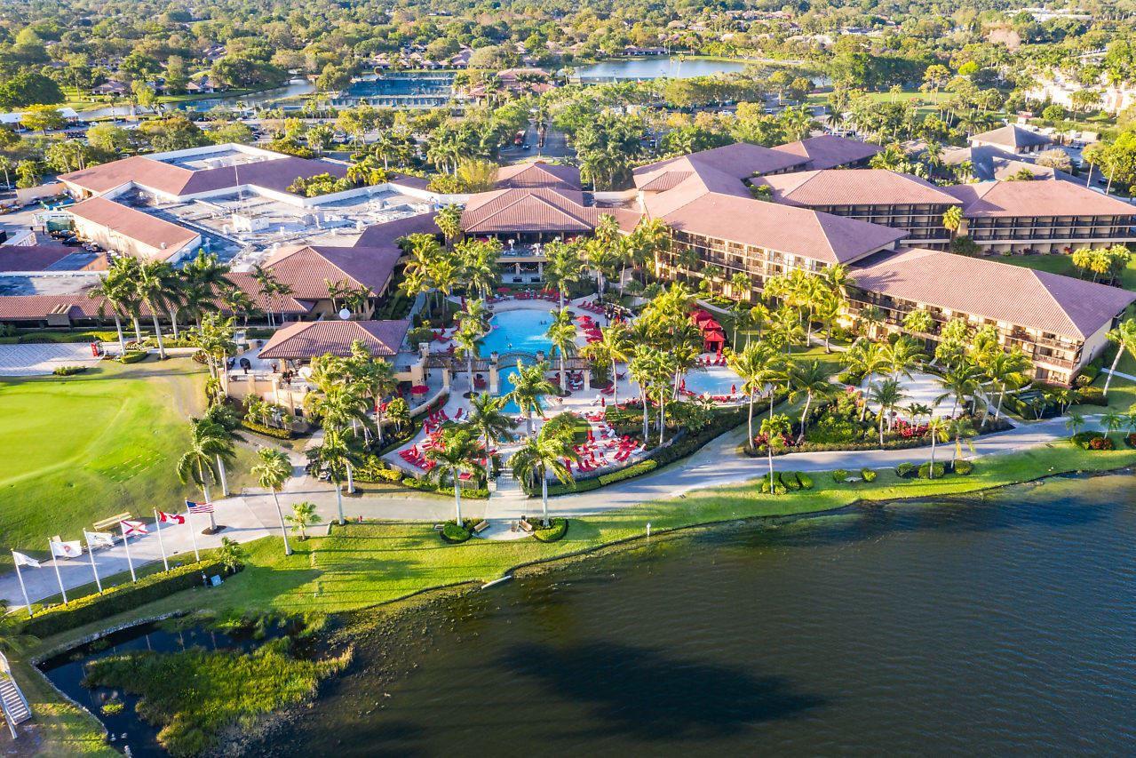 Photo of 52 Windsor Lane, Palm Beach Gardens, FL 33418 (MLS # RX-10685460)