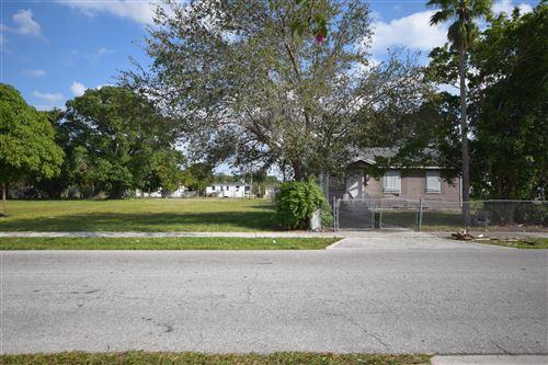 Photo of 39 SW 12th Avenue, Delray Beach, FL 33444 (MLS # RX-10583461)