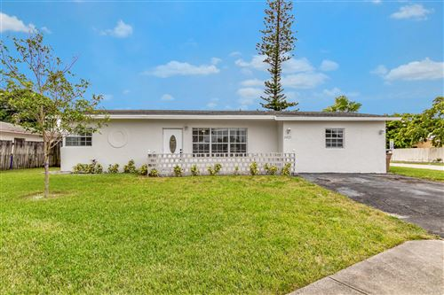 Photo of 3921 NE 4th Avenue, Deerfield Beach, FL 33064 (MLS # RX-10674462)