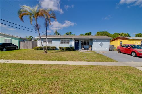 Photo of 5899 Barbados Way E, West Palm Beach, FL 33407 (MLS # RX-10753466)