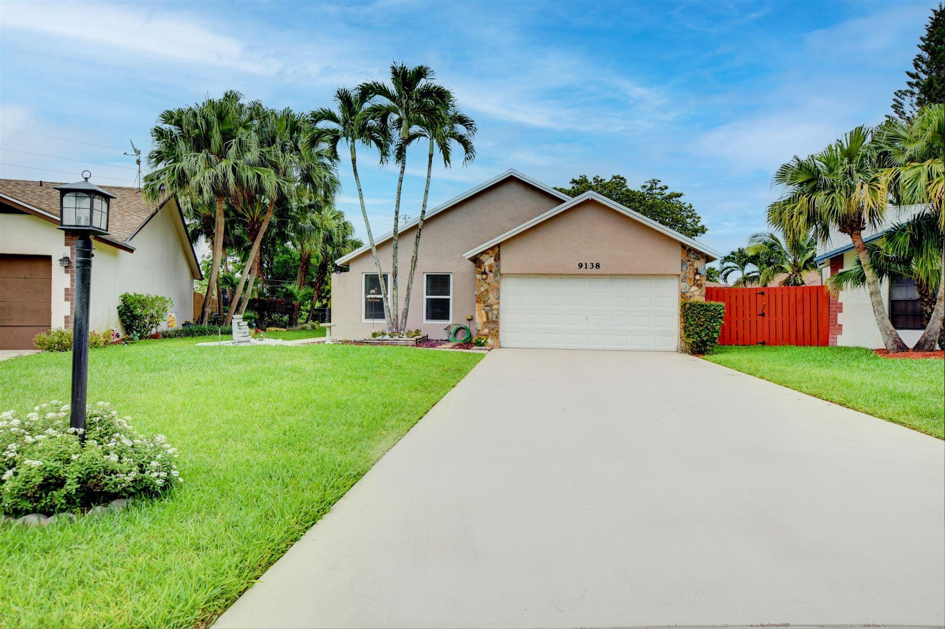 Photo of 9138 Chatsworth Cascades, Boca Raton, FL 33434 (MLS # RX-10726468)
