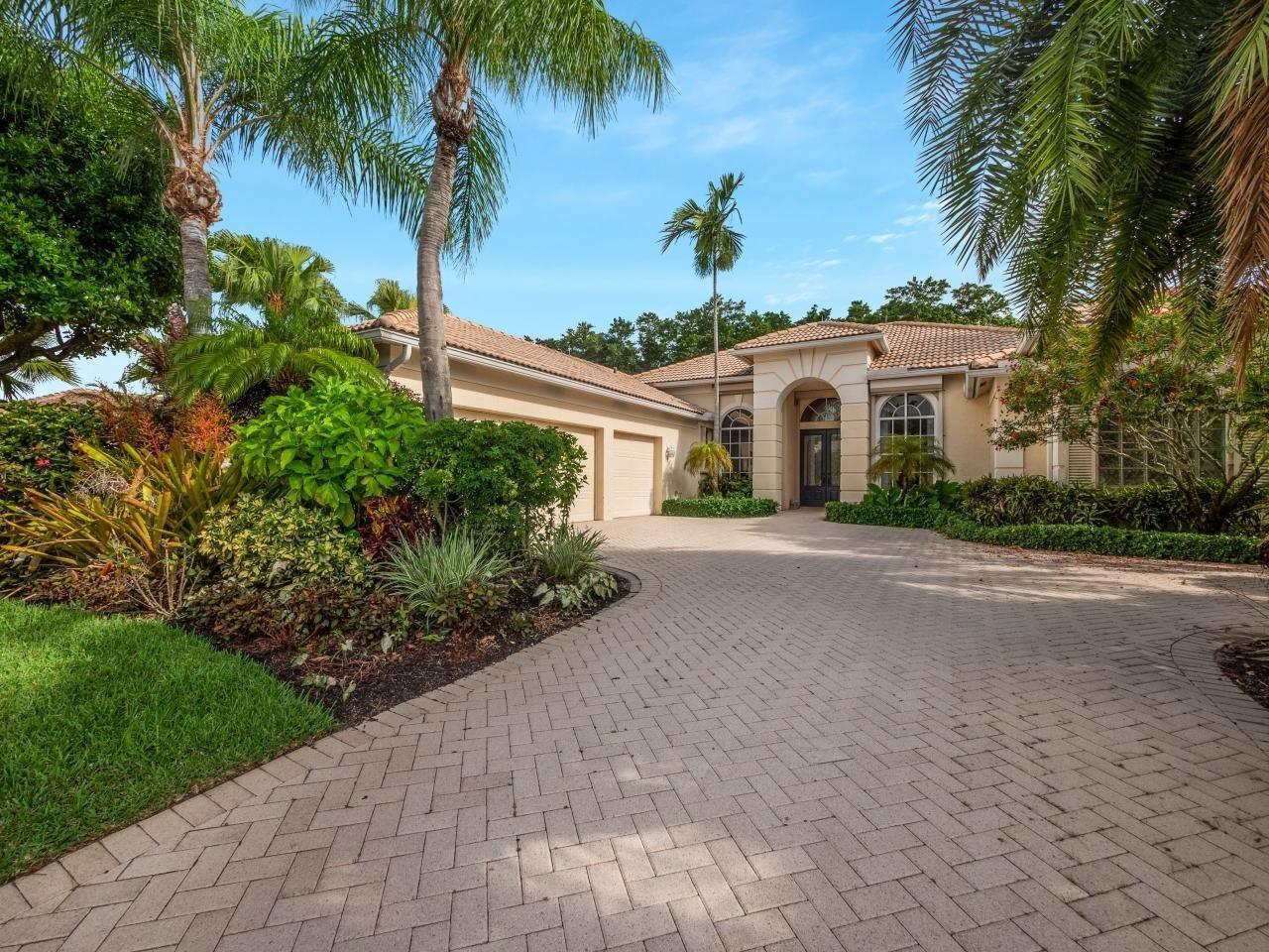 Photo of 25 Bermuda Lake Drive, Palm Beach Gardens, FL 33418 (MLS # RX-10722469)