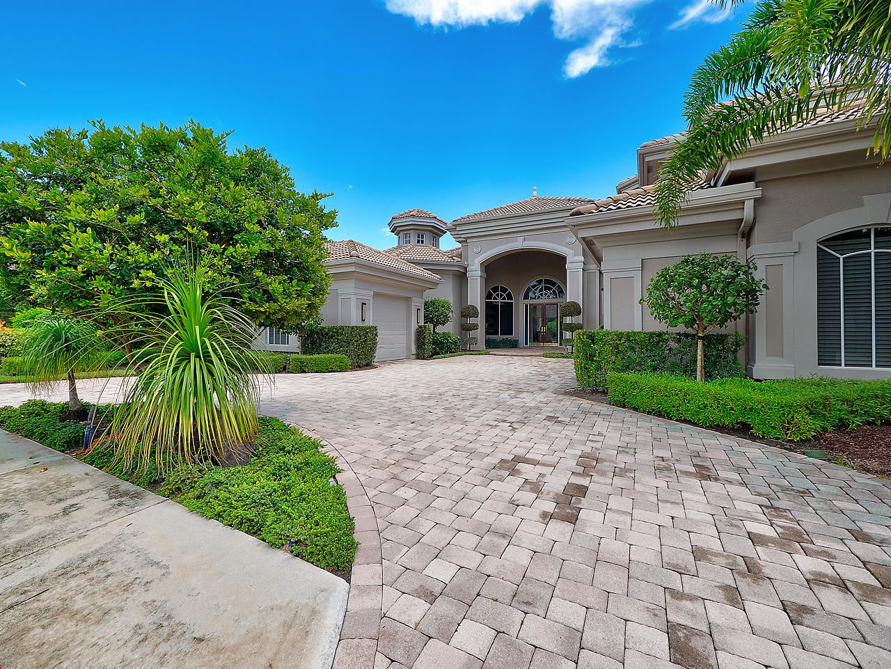 Photo of 104 Saint Martin Drive, Palm Beach Gardens, FL 33418 (MLS # RX-10653475)