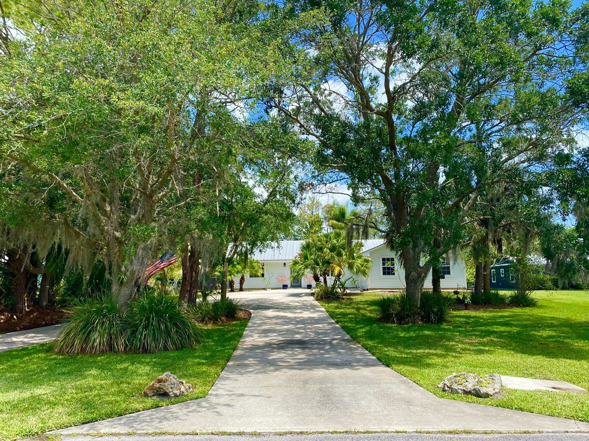 Photo of 8435 SE May Terrace, Hobe Sound, FL 33455 (MLS # RX-10714481)