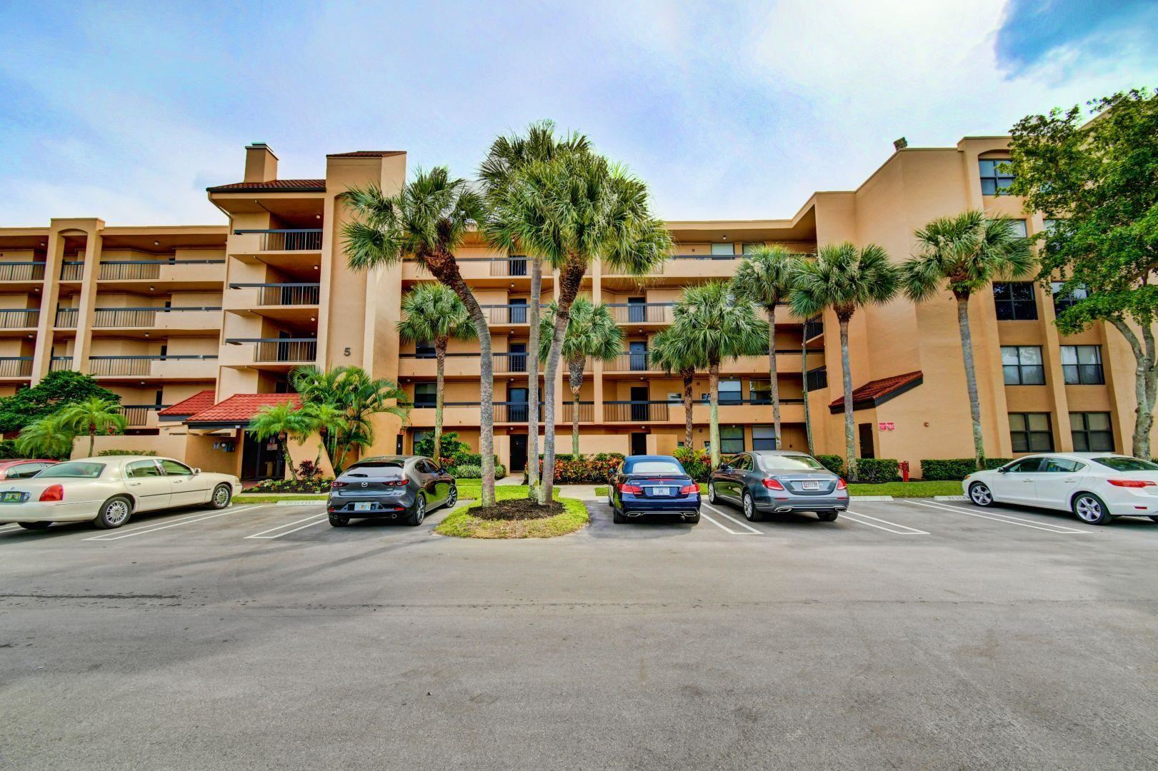 Photo of 950 Egret Circle #5408, Delray Beach, FL 33444 (MLS # RX-10685499)