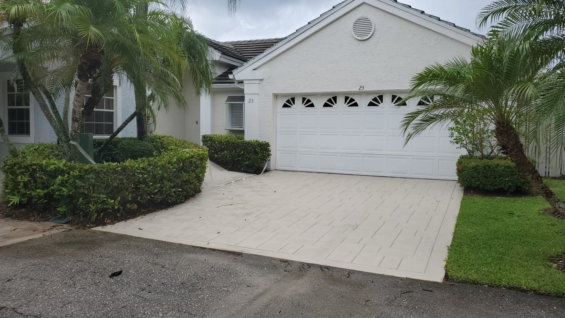 Photo of 23 Governors Court, Palm Beach Gardens, FL 33418 (MLS # RX-10627532)