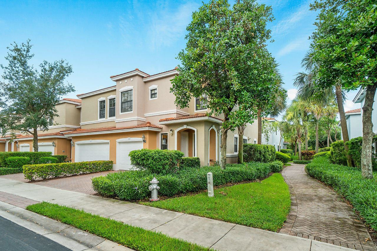 Photo of 223 W Chrystie Circle, Delray Beach, FL 33484 (MLS # RX-10637532)