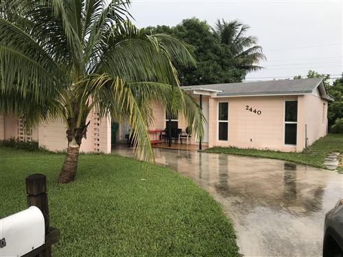 Foto de inmueble con direccion 2440 Avenue H West Riviera Beach FL 33404 con MLS RX-10665539