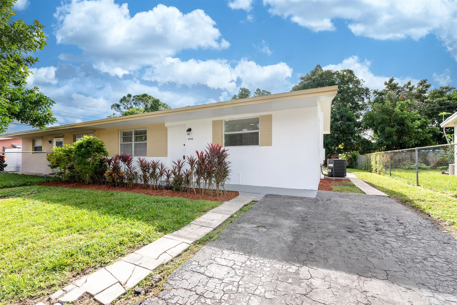 Photo of 6862 SW 19th Manor, North Lauderdale, FL 33068 (MLS # RX-10673541)