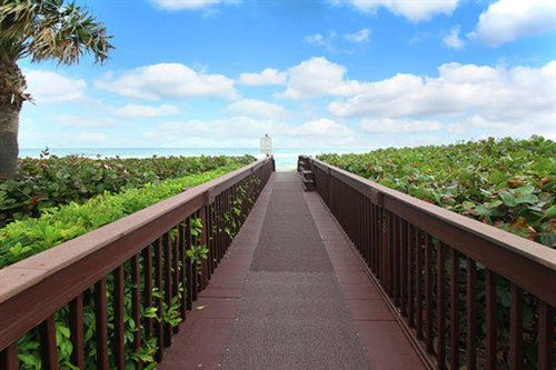 Tiny photo for 3200 Monet Drive W, Palm Beach Gardens, FL 33410 (MLS # RX-10526542)