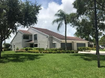 Photo of 23 Edinburgh Drive, Palm Beach Gardens, FL 33418 (MLS # RX-10639558)