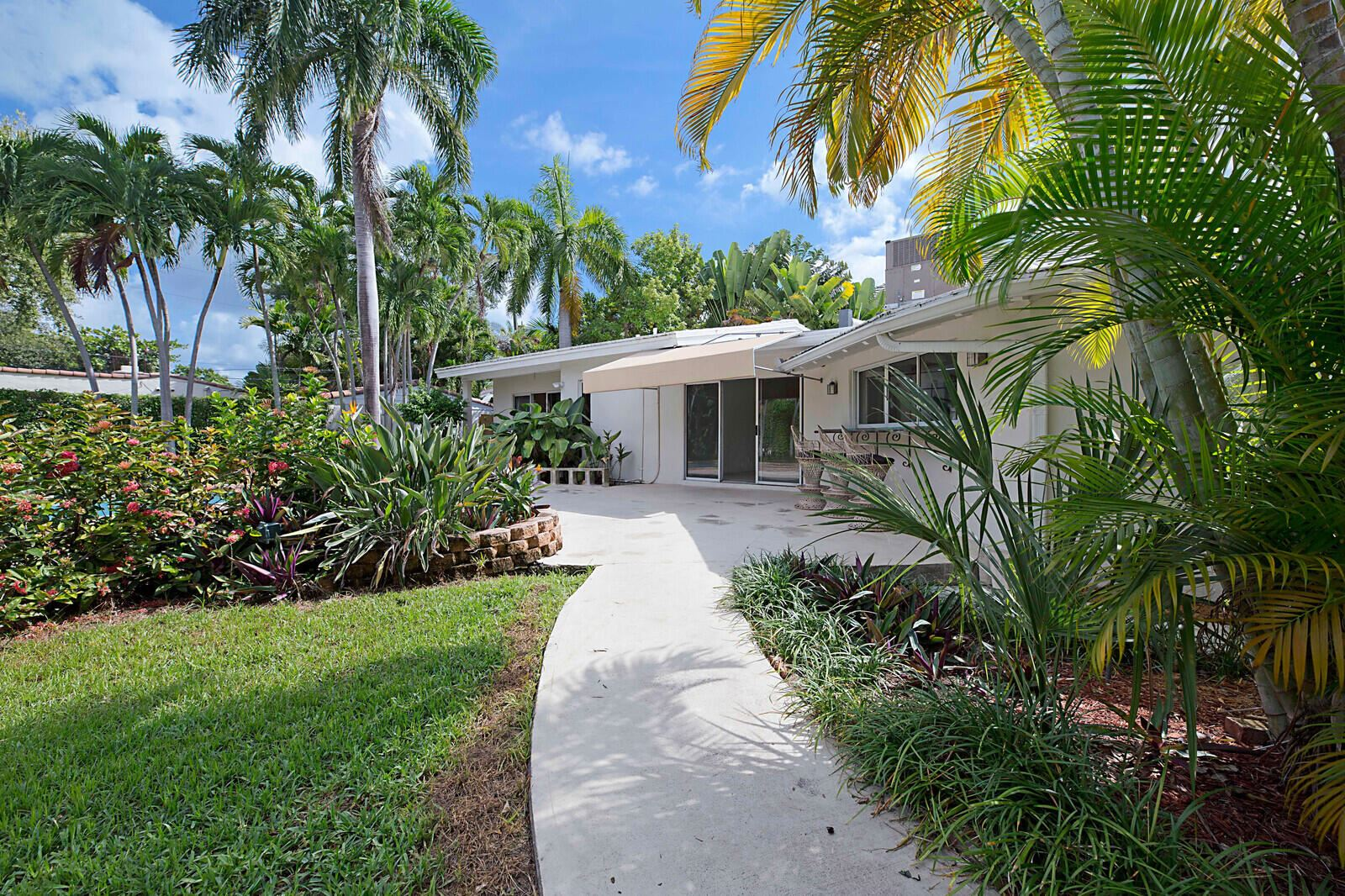 Photo of 2605 SE Datura Court, Fort Lauderdale, FL 33301 (MLS # RX-10741558)