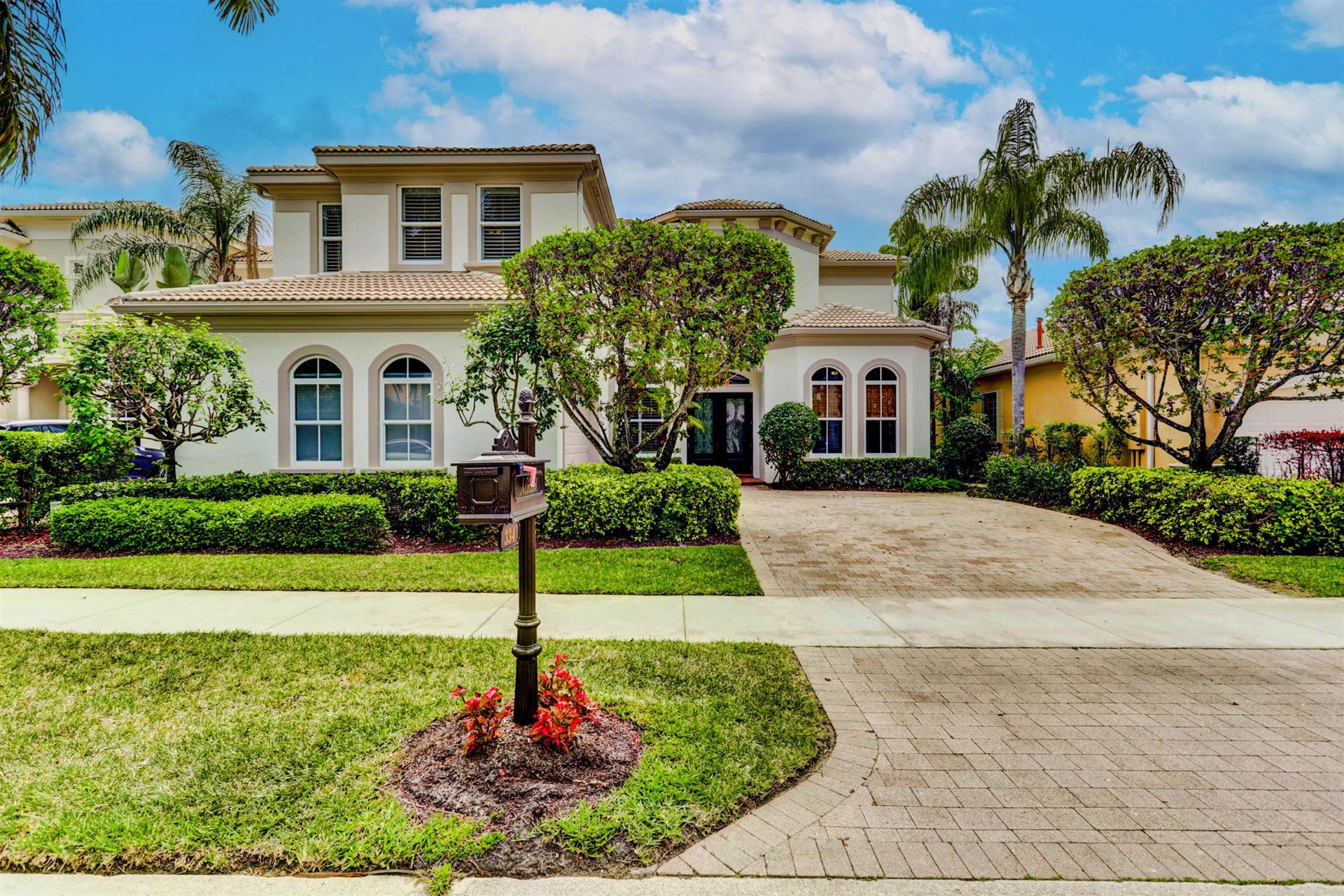 Photo of 334 Vizcaya Drive, Palm Beach Gardens, FL 33418 (MLS # RX-10712572)