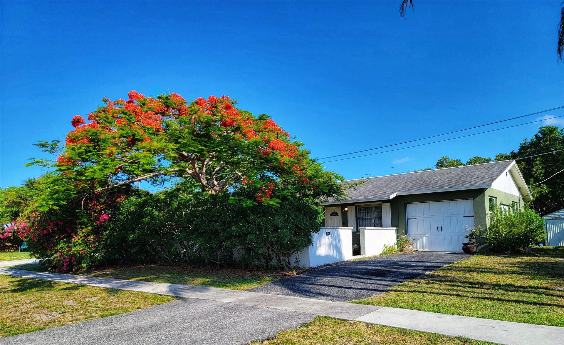 Photo of 1006 Mohican Boulevard, Jupiter, FL 33458 (MLS # RX-10752580)