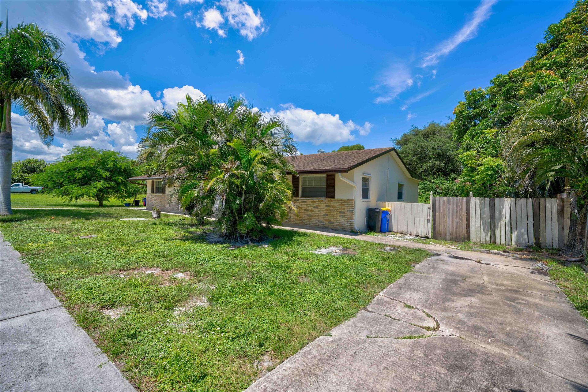 Photo of 3059 SE Amherst Street, Stuart, FL 34997 (MLS # RX-10734594)
