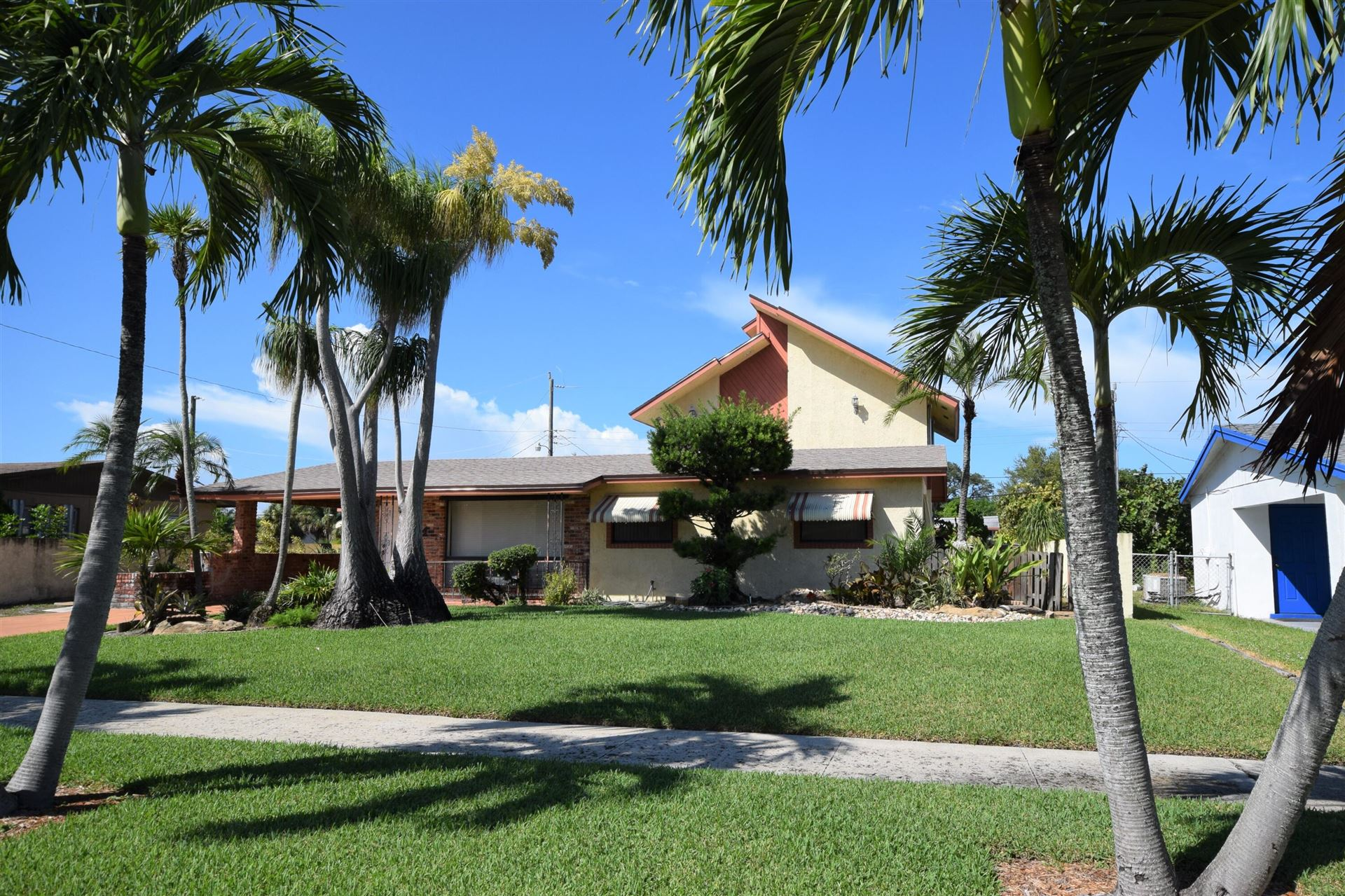 Photo of 129 NE 5th Street, Deerfield Beach, FL 33441 (MLS # RX-10751597)