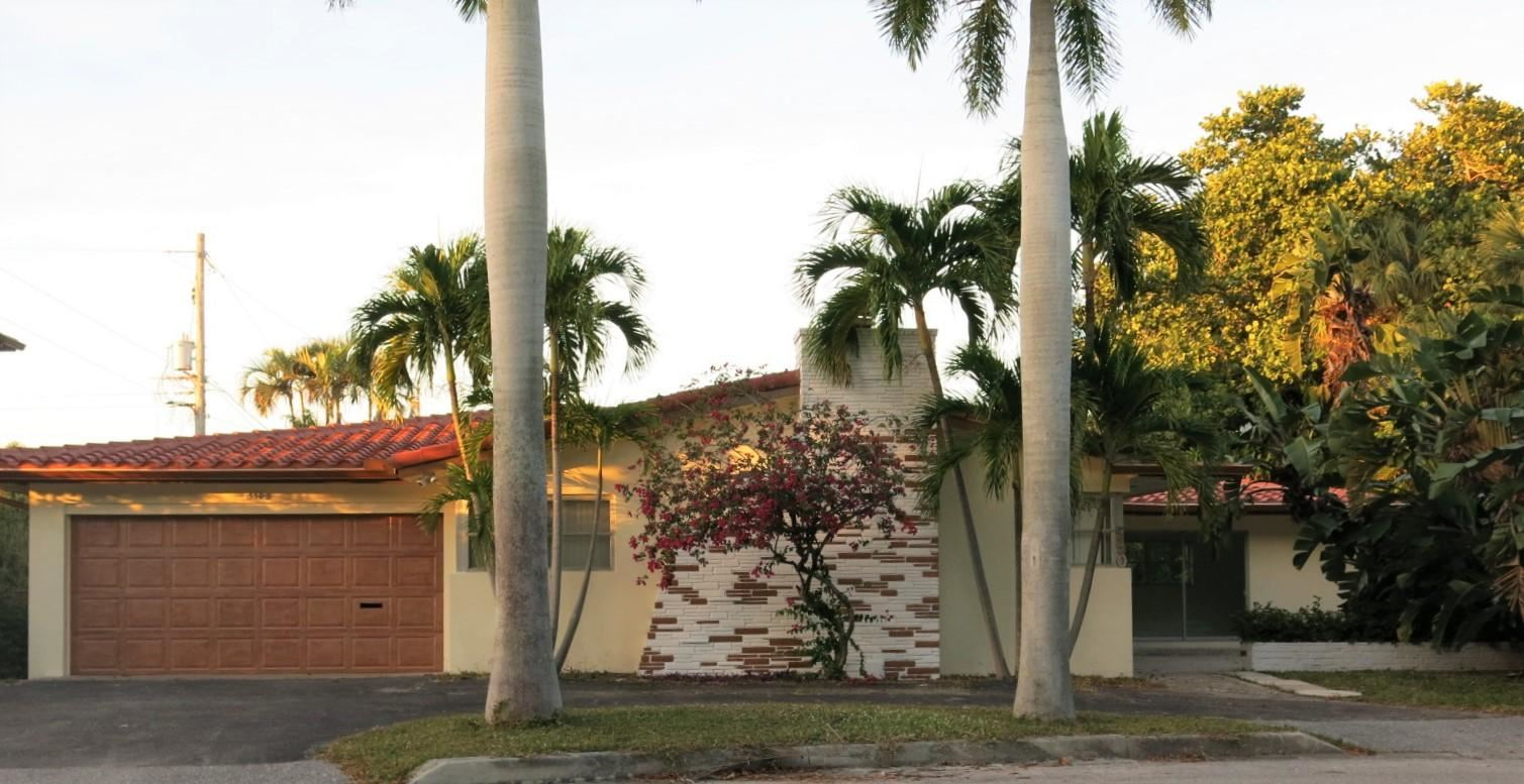 Photo of 550 NE 16th Street, Boca Raton, FL 33432 (MLS # RX-10687610)