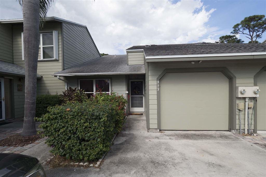 923 NE Sandalwood Place, Jensen Beach, FL 34957 - #: RX-10577615