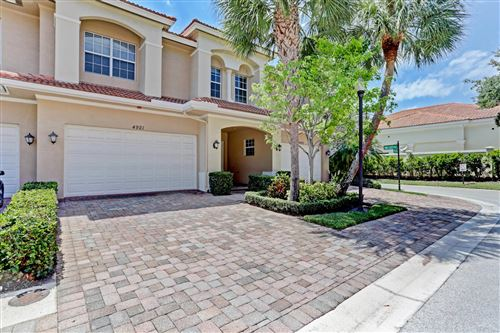 Photo of 4921 Vine Cliff Way E, Palm Beach Gardens, FL 33418 (MLS # RX-10714616)