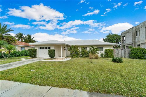 Photo of 365 NE 2nd Street, Boca Raton, FL 33432 (MLS # RX-10596618)